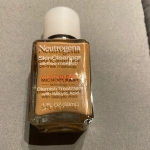 Skin clearing oil free Neutrogena make up